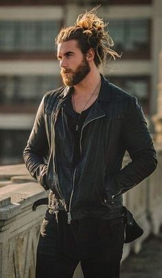32 ideas for hairstyles men long ideas hombres Man Bun Styles, Best Beard Styles, Hair And Beard Styles, Long Hair Styles, Man Bun Hairstyles, Mens Hairstyles With Beard, Trendy Mens Haircuts, Haircuts For Men, Haircut Men