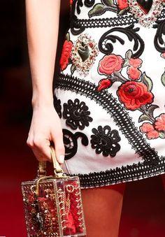Borse Dolce & Gabbana primavera estate 2015: Rosso, Nero e Decorazioni Barocche Borse Dolce e Gabbana primavera estate 2015 plexi