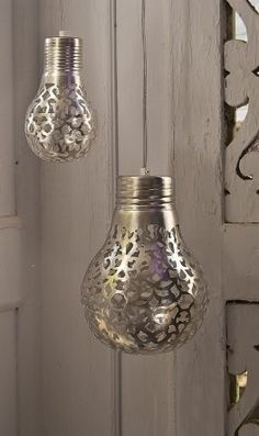 Spray paint exposed light bulbs with pattern - use heat resistant spray paint