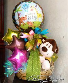 Arreiglos Balloon Box, Balloon Gift, Balloon Bouquet, Best Gift Baskets, Valentine Baskets, Diy Y Manualidades, Birthday Bouquet, Creative Gift Wrapping, Candy Bouquet