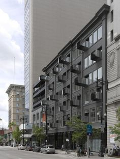 The Avenue on Portage / 5468796 Architecture