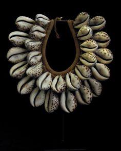 Papua New Guinea | Ceremonial necklace; shell and fibre