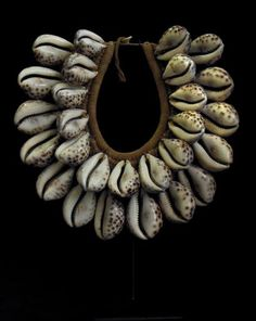 Papua New Guinea | Ceremonial necklace; shell and fiber