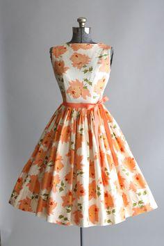 Dresses, beautiful dresses, yellow vintage dresses, vintage d Vestidos Vintage, Vintage 1950s Dresses, Vintage Outfits, Vintage Clothing, Retro Dress, Fashion Moda, 1950s Fashion, Vintage Fashion, Club Fashion