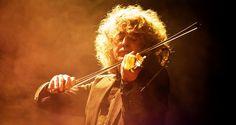 #AngeloBranduardi si appresta a imbracciare nuovamente il #violino per il pubblico italiano, proseguendo il suo #viaggio musicale sia in #duo che con la #band. #tour #concerti #italia #musica #live #eventi #estate