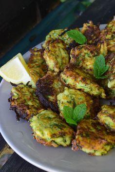 Beignets de courgettes à la menthe et parmesan (zucchini fritters)