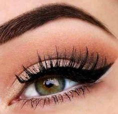 Get you perfect cat eye makeup look with ease. #cat #eye #makeup #MUA