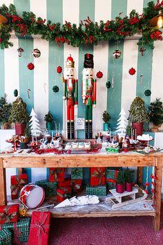 Χριστουγεννιάτικη διακόσμηση βάπτισης αγοριών με θέμα τον Καρυοθραύστη - EverAfter Baptism Decorations, Table Decorations, Boy Baptism, Nutcracker Christmas, Table Settings, Unique, Ideas, Home Decor, Xmas