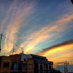 Cada día tardas mas en salir amigo. #Sol #Nubes #Amanecer #Ribarroja #estoyenribaroja by kikebm__78