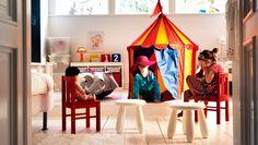 子供部屋にサーカステントと子供用チェア