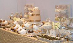 Festa das Ovelhinhas - Decoração do Ateliê Fofuras e Mimos. A decoração deve acompanhar os tons de Bege, Branco e Marrom. Os Docinhos escolhidos foram Brigadeiro de Copinho, Balas de Caramelo, Doce de Leite e Amendoim Doce