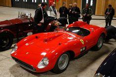 Das Auto leistet fast 400 PS und bringt es damit, trotz seines stolzen Alters,...