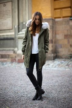 An olive parka and black leather skinny jeans are must-have staples if you're planning a casual closet that matches up to the highest sartorial standards. Rounding off with black leather ankle boots is a fail-safe way to introduce a little flair to your Look Parka Kaki, Parka Outfit, Leather Skinny Jeans, Black Leather, Anorak, Pijamas Women, Parka Style, Looks Black, Winter Looks
