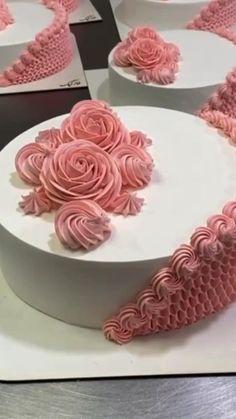 Cake Decorating Frosting, Cake Decorating Designs, Creative Cake Decorating, Cake Decorating Videos, Creative Desserts, Cake Decorating Supplies, Cake Decorating Techniques, Creative Cakes, Cake Designs