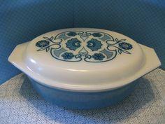 Vintage Pyrex 2 1/2 Quart Casserole Dish With by DianesStuffForYou, $32.00