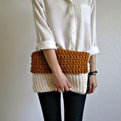 The Colmar Clutch Fisherman knit by deroucheau. It would be sooo cool to find a pattern for this clutch and remake it. Crotchet Bags, Bag Crochet, Crochet Clutch, Crochet Diy, Crochet Handbags, Crochet Purses, Knitted Bags, Love Crochet, Knitting Projects