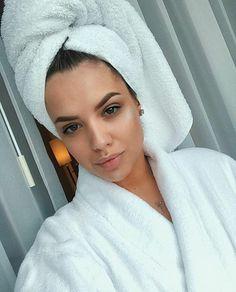 #goodmorning #nomakeup #prettywoman #sundayfunday #Santorini #beautymodel #selfie #nofilterneeded #haveaamazingday