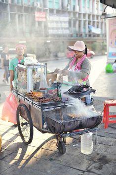 Street food in Bangkok, Thailand. Bangkok travel guide & tips… Bangkok Thailand, Visit Thailand, Thailand Travel, Golf Thailand, Bangkok Travel, Thai Street Food, World Street Food, Vietnamese Street Food, Vietnamese Dessert