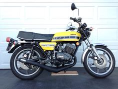 Yamaha RD400 Yamaha Motorcycles, Vintage Motorcycles, Dream Garage, Scrambler, Cool Bikes, Nice, Vehicles, Motorbikes, Yamaha Motorbikes