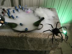 chilling the wine - links to pictures of Martha Stewart's party, Oct 2008 Dry Ice Halloween, Halloween Masquerade, Halloween Table, Halloween Food For Party, Creepy Halloween, Halloween Birthday, Spooky Halloween, Halloween Treats, Vintage Halloween