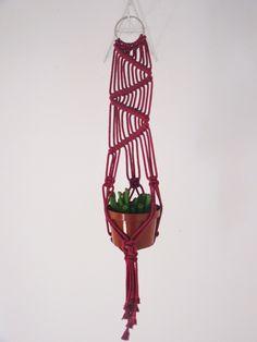 Mini-suporte para vaso confeccionado em fio de algodão  #macramê #artesanato #makrame #macrameart