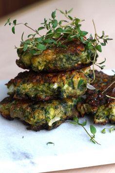 Spinat veggiedeller (glutenfrie) is part of Food - Vegetarian Cooking, Healthy Cooking, Healthy Snacks, Vegetarian Recipes, Healthy Recipes, Pureed Food Recipes, Greek Recipes, Veggie Recipes, Veggie Patties