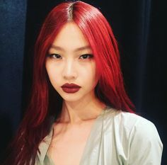 When matches your lips to your hair. Bright Red Hair, Hair Color Purple, Dye My Hair, Your Hair, Asian Red Hair, Afro, Hair Reference, Grunge Hair, Hair Goals