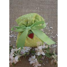 Μπομπονιέρες βάπτισης. Μπομπονιέρες βάπτισης κορίτσι πουγκί υφασμάτινο πουά λαχανί με γκρο κορδέλα και μεταλλική φράουλα Gift Wrapping, Gifts, Gift Wrapping Paper, Presents, Wrapping Gifts, Favors, Gift Packaging, Gift