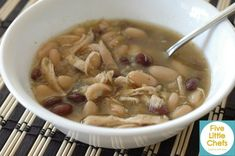 Chicken and White Bean Chili White Bean Chicken Chili, White Bean Chili, White Beans, Good Food, Yummy Food, Yummy Recipes, Little Chef, Lunches And Dinners, Chefs