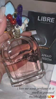 Best Beauty Tips, Beauty Care, Sneaker Nails, Perfume Scents, Fragrances, Hair Ponytail Styles, Bath And Body Works Perfume, Perfume Collection, Smell Good