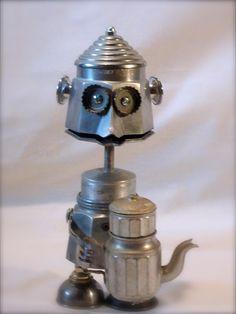 Le garçon de café en métal recyclé sur base de cafetière. # sculpture # robot # métal recycled # cafetière #