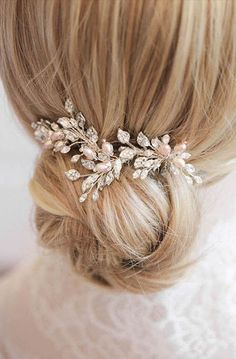 We& been utterly obsessed with these blush bridal hair combs in the studio lately! The perfect size for a romantic bridal updo or side swept hair. Blush Bridal, Bridal Comb, Hair Comb Wedding, Bridal Updo, Wedding Hair Pieces, Headpiece Wedding, Wedding Hair And Makeup, Bridal Headpieces, Wedding Veils