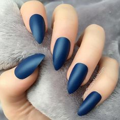 30 Fantabulous Pointy Nails Designs You Would Love To Have - Gucci Nails - Ideas of Gucci Nails - Fantabulous Pointed Nail Designs to Finish Your Fall Look See more: naildesignsjourna Green Nails, Blue Nails, Pointed Nail Designs, Gucci Nails, May Nails, Pointed Nails, Stiletto Nails, Best Acrylic Nails, Stylish Nails