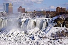 Don't Share These Photos Of A Frozen Niagara Falls, They're Old