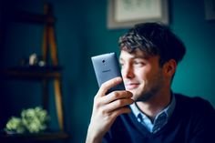 Due to the Find 7's expandable storage, interchangeable battery functionality, rapid VOOC charging and premium MaxxAudio sound you no longer need to carry both a smartphone and an MP3 player. Get your self a Find 7 and rise above the rest by combining all of your tech accessories into one! #Find7 #RaiseTheBar