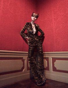 """В декабрьском Vogue Netherlands появилась фотосессия """"Alice in Wonderland"""". Автором фотосессии стал Иши (Ishi)."""