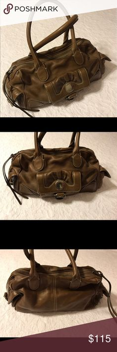 """Large Marc by Marc Jacobs brown shoulder bag Slouchy brown Marc by Marc Jacobs shoulder bag. 3 interior pockets and 3 exterior pockets. Approximately 18"""" long by 8"""" deep by 8"""" tall (excluding handles). Some wear, mainly on corners. Marc by Marc Jacobs Bags Shoulder Bags"""