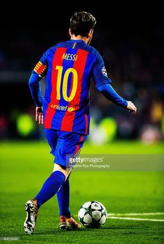 Lionel Messi of Barcelona is pictured in action during the UEFA Champions League match between FC Barcelona and VfL Borussia Moenchengladbach at Camp Nou stadium on December 2016 in Barcelona, Spain. God Of Football, Football Drills, Leonel Messi, Messi And Neymar, Messi 10, Fc Barcelona, Messi Champions League, Good Soccer Players, Camp Nou