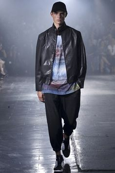 See all the Collection photos from Spring/Summer 2014 Ready-To-Wear now on British Vogue Fast Fashion, Fashion Wear, Fashion Show, Mens Fashion, Fashion Design, Adidas Three Stripes, 2014 Fashion Trends, Spring Summer, Spring 2014