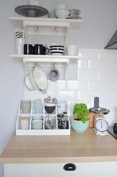 Sisters About: Lifting kuchni. Moja biała kuchnia IKEA w obiektywie.