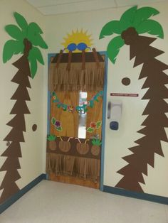 End of the year Luau Party Luau Decorations, School Decorations, School Themes, Classroom Themes, Hawaiian Crafts, Hawaiian Theme, Luau Theme, Luau Party, Jungle Theme