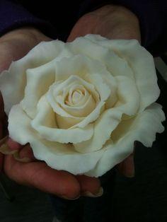 Cream Icing Rose - How I make mine - by LMCakeDesign @ CakesDecor.com - cake decorating website