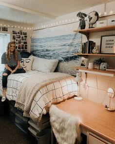 Okay, could this dorm room be any cuter? So many cute dorm room ideas I am dyin. Okay, could this dorm room be any cuter? So many cute dorm room ideas I am dying # Boho Dorm Room, Dorm Room Walls, Cool Dorm Rooms, College Dorm Rooms, Bed Room, Dorm Room Themes, College Closet, College Apartments, Bedroom Ceiling