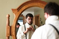 Must-Have Wedding Pictures of the Groom Getting Ready