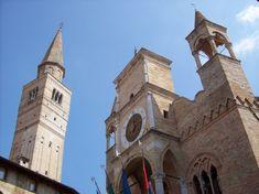 Pordenone, il palazzo comunale e campanile del Duomo di San Marco.