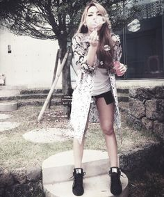 CL blowing bubbles... Idk why this is so awesome