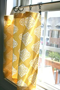 No sew cafe curtains Pinspiration Monday: No sew cafe curtains.to reduce sun while not completely blocking beautiful windows?Pinspiration Monday: No sew cafe curtains.to reduce sun while not completely blocking beautiful windows? Small Window Curtains, Kitchen Window Curtains, No Sew Curtains, Bathroom Windows, Bathroom Curtains, Yellow Curtains, Yellow Kitchen Curtains, Gold Curtains, Patterned Curtains