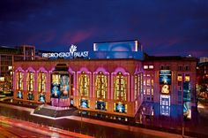 Friedrichstadt-Palast Berlin. Mit über 100 Künstlern die größte Theaterbühne der Welt.