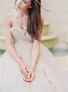 Outdoor Bridal Inspiration in a Ball Gown   Wedding Sparrow   Sally Pinera