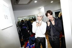#agit #thestory by #shinee #jonghyun (day 1) 151002 backstage with special guest #taemin